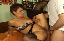 Horny woman wants some jizz on her face