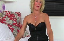 Mature woman in stockings masturbates